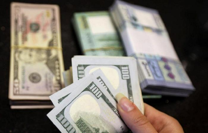 كم سجّل سعر الدولار في السوق السوداء الثلثاء؟