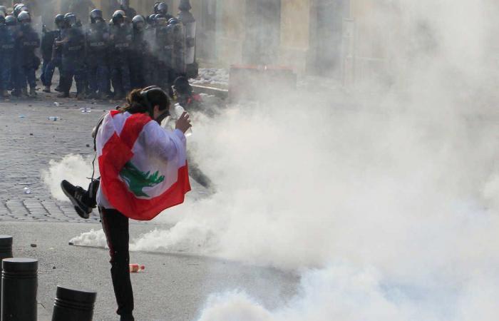 فيديو.. تجدد المواجهات بين الأمن ومحتجين في بيروت