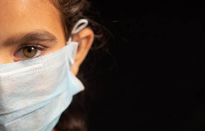 كورونا يفتك بالعيون.. طبيب يحذر: لا أحد يلاحظ