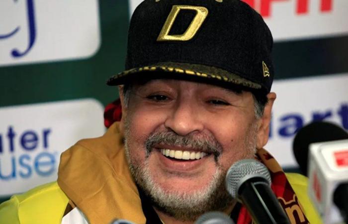 الادعاء العام يستدعي لجنة طبية للبت في وفاة مارادونا
